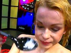 Teen rebecca nera mostra cumplay con cumswallow
