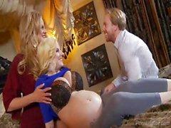 У мужа делится пупсика мама с его Busty жены