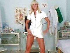 Buceta Frantiska maduro escancarado no uniforme da enfermeira em