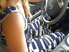 Araba handjob Sürüş sırasında