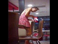 Gaja Boa Upskirt bei McDonalds gefangen!