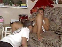 Eatting Pussy auf Orgasmus ( hielt seinen Kopf nach unten)