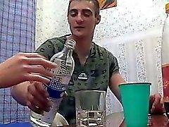 Drunk брат и сестра Fucks а родителями дома не