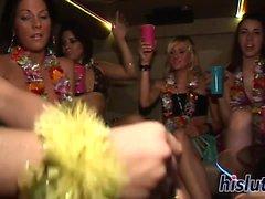 adolescentes Kinky ficar enroscado na limusine