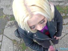 Offentliga agent Utomhussex med ryska tonåringar