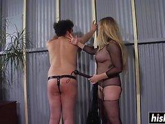 Aiden Starr gillar att spankla sin slav
