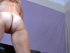 Hot Blonde Orgasm con Vibrador y Masturbación 69