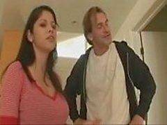 Kocası izlerken Evan Stone Müteahhit sıcak karısı sikikleri - Cams.vin