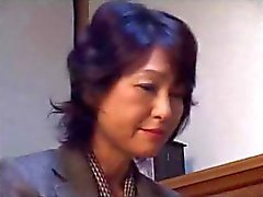 Мать Аяко Satonaka