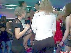 Euro aficionado rimming chicas en la pista de baile