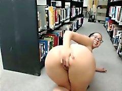 Mutig Webcam Mädchen nacktem in Bibliotheks fünf