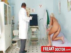 Hot Beine blondes Eliss Feuer Klinik Fetisch mit Papa Arzt