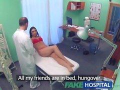 FakeHospital Doktor seksi tatil yapıcıyı baştan çıkarıyor