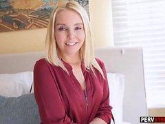Gut Stiefsohn macht eine geile MILF stepmom glücklich nach dem Sex