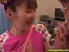 Hairy succion de l'étudiante japonais et baise