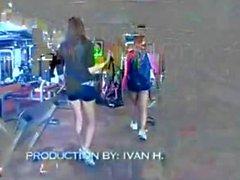 Millian Blu und von Ann Maria Rios Durchgefickt an der Turnhalle