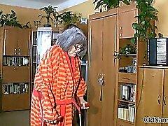 Фотографий грудастая старушка попадает тело потерла