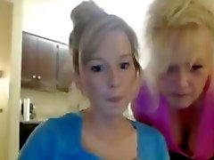 Alte Oma und ihre Enkelin am skype oder Web