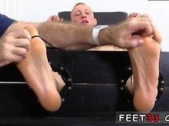 Homosexuales varones suecos jóvenes en los pies descalzos y los pies Tumbl tubo gay