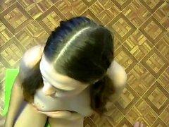 Öffentliche Blowjob von einem Amateur Brunette Babe in POV Video