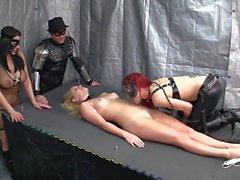 Supergirl atrapado lamiendo el vientre atormentado