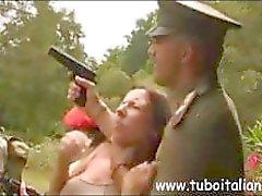 Сексуальный итальянском рыжеволосый милф является получение пробурена военный