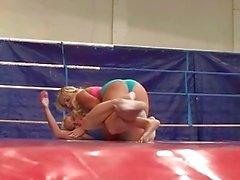 Очень подростки блондинками боевых