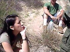 De chicas latina Bañera Kimberly compuertas follada por el agente patrulla fronteriza