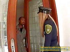 Agressif policier de crème pelé reçoit la punir sexuels