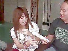 De Miyu de Aoi boneca petite adquire um grande galo esmagar sua buceta