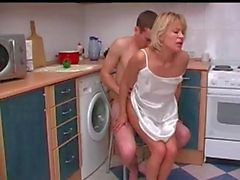 Ryskt henne moder son . Könsbestämma i kitchenen .