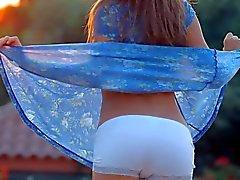 Guerlain a juste majeure retire sa la robe bleue l'extérieur