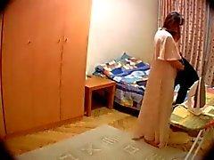 Câmera escondida no quarto da a esposa