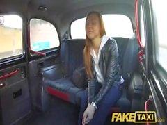 Taxi falsa Voyeur atrapa atractiva pareja follando