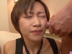 Akina Hara succhia parecchi cazzi in una serie di orecchie sciolte