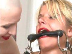 Kinky tedesco Padrona umilianti due puttane