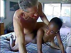 Довольно Африканского мамочка трахают белом человек