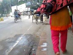 Bangladeshin naisia takaapäin