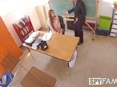 hijastra SpyFam Maestro Nina Skye seduce director padrastro