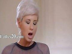 21yo schoolmeisje krijgt neuken van riem op
