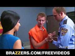 Megan Salinas donne une visite à grand prisonnier dicked