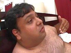 Brunette fodido por cara gordo