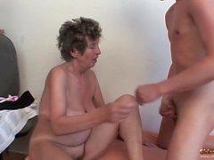 Alte Oma Analsex mit jungen Dude Porn