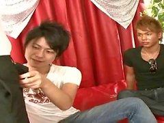 Due teenager Japanese offerte loro cazzo