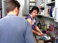 MOM SEXY CHE n108 brunette Germania maturi della cucina