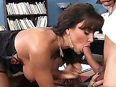18 Jahre alte Kätzchen Oralsex zum Orgasmus