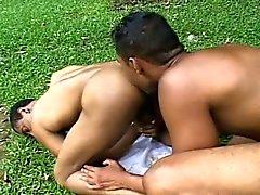Extrêmes Costaud baise et sucer on the Grass