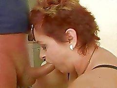 Grand-mère graisse aime le sexe dure méchante