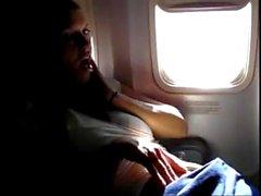 pornthey - esposa Milf quente manuseando-se em avião comercial