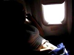 pornthey - kuumalla MILF puoliso sormitus itselleen kaupalliselle lentokoneen